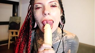 mari zombie showing how make a tongue split blowjob