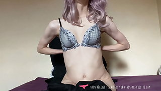 French Amateur Violet Girl Masturbates on Vends-ta-culotte