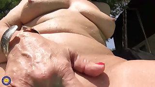 Granny masturbate in swimming pool