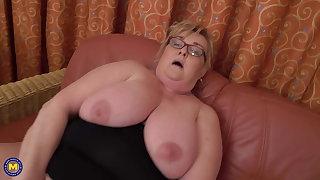 Big granny Helena fucks her BIG pussy