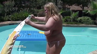 Chubby saggy tits blonde almost gets herself procure a tiny bikini