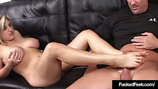 Hot Tow-haired Dayna Vendetta With Size 9 Feet Gives A Footjob!