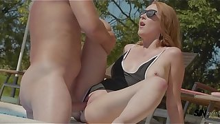 Amaris takes a hard fucking & huge facial