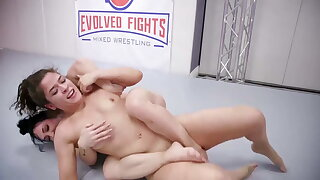 Victoria Voxxx vs Brandi Mae in hot lesbian sex battle