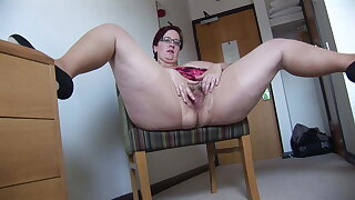 Busy Full-grown BBW in mini skirt rips her pantyhose and spreads