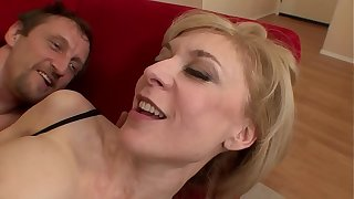 Grey Milf is going to bed a young House-broken