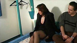 Beamy french slattern anal fucked