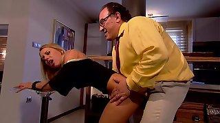 Mit dem alten Scrubwoman civil-service employee gefickt - Junge Sekretärin
