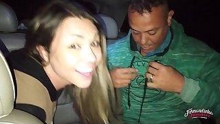 Fernandinha Fernandez, chamando desconhecidos na praça para foder dentro swing carro